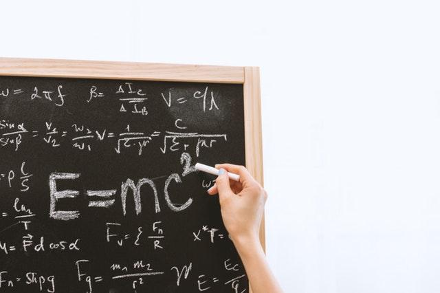 albert-einstein-blackboard-chalk-714699