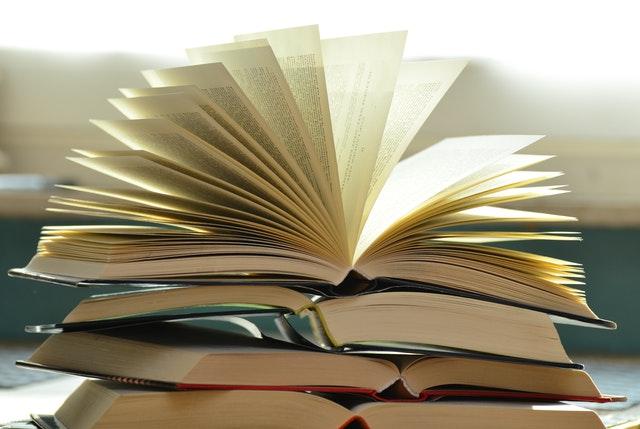blur-books-close-up-159866 (1)