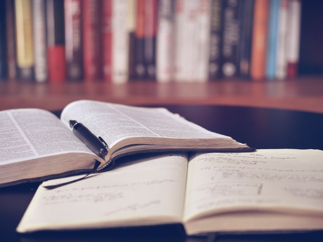 books-bookshelf-education-159621